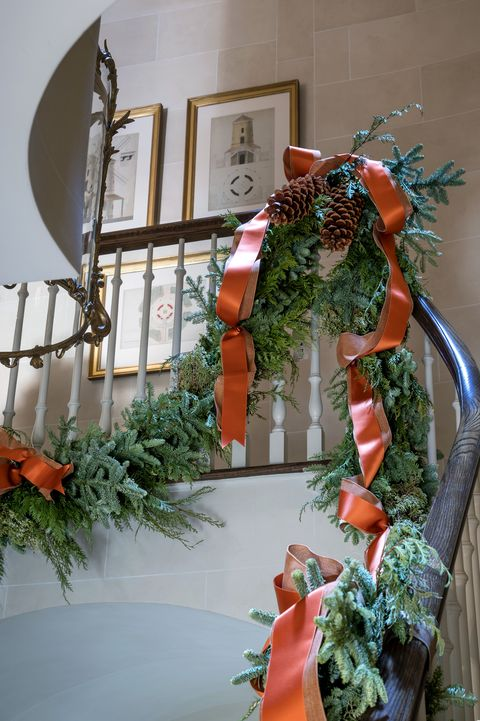 charlotte moss christmas garland on staircase