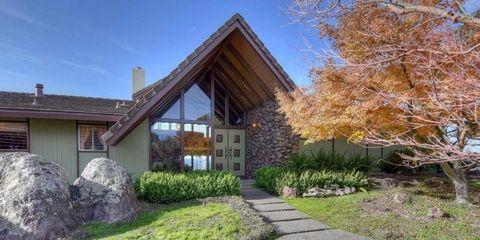 Property, House, Real estate, Home, Residential area, Facade, Building, Land lot, Shrub, Garden,