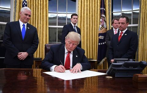 trump executive order oval office