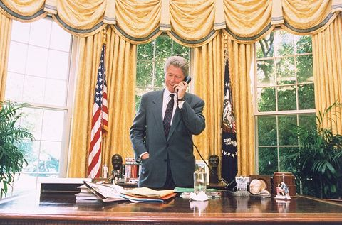 oval office decor. President Bill Clinton In The Oval Office 1994 With Gold Drapes Similar To Trump\u0027s Request. Decor