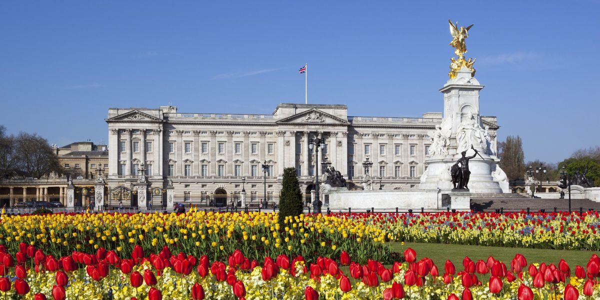 Stuck at Home? Virtually Tour Buckingham Palace!