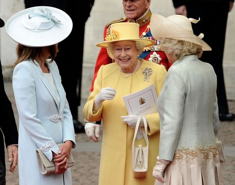 a1b1efc7a187 How Queen Elizabeth II Uses Her Purse to Send Secret Signals to Her ...