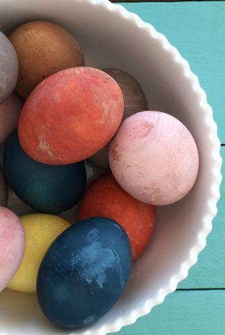 c529c29cd160 25 Creative Ways to Dye Easter Eggs - Cool Easter Eye Dye Ideas