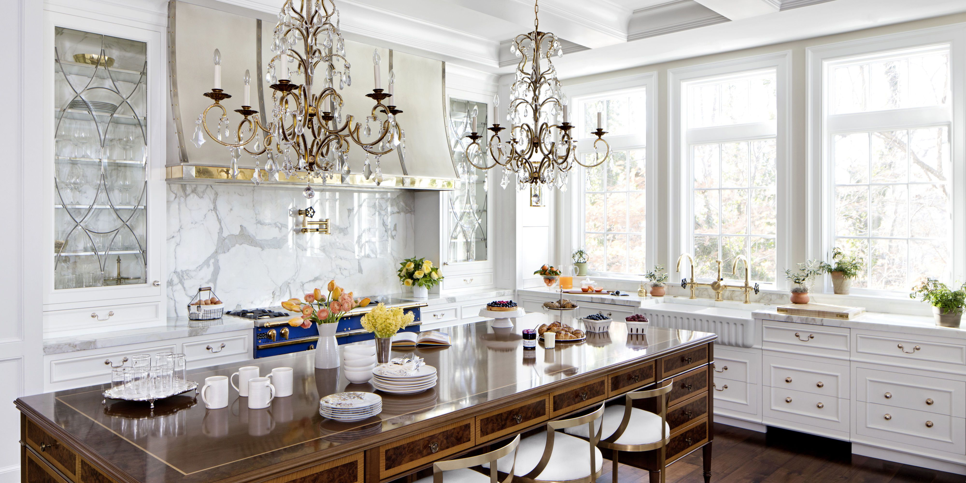 Merveilleux Formal White Kitchen