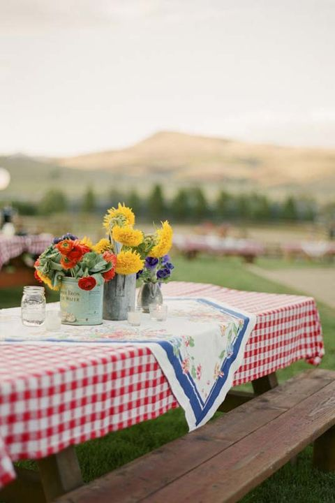 Tablecloth, Table, Yellow, Textile, Linens, Event, Picnic, Furniture, Home accessories, Recreation,