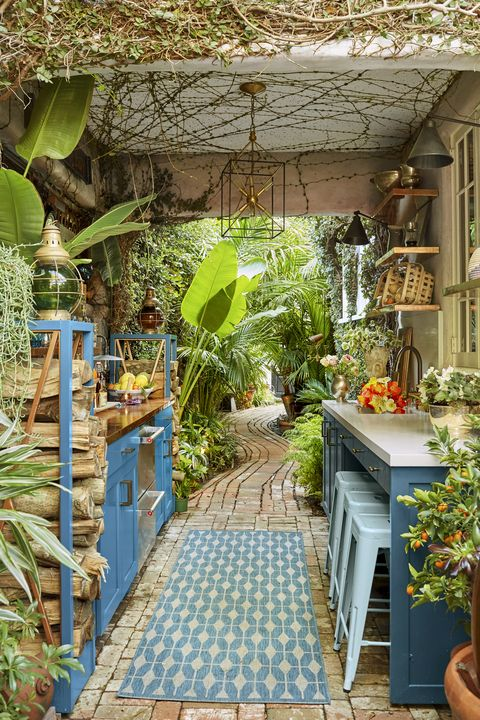 Flowerpot, Garden, Botany, Houseplant, Flagstone, Backyard, Tile, Outdoor structure, Yard, Tile flooring,