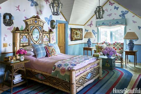 Anthony baratta designs a woodsy lake house in the for Anthony baratta luna upholstered bed