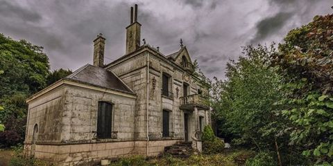 Abandoned French Home - Photos of Abandoned Mansion