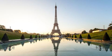 Landmark, Reflection, Reflecting pool, Water, Sky, Tower, Architecture, Symmetry, Monument, River,