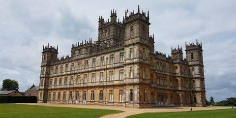 Landmark, Architecture, Building, Medieval architecture, Classical architecture, Château, Estate, Palace, Stately home, Castle,