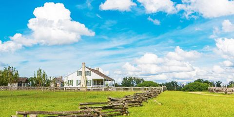 Natural landscape, Sky, Grassland, Cloud, Green, Pasture, Natural environment, House, Grass, Farm,