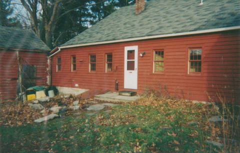 House, Property, Home, Siding, Yard, Building, Roof, Cottage, Backyard, Real estate,