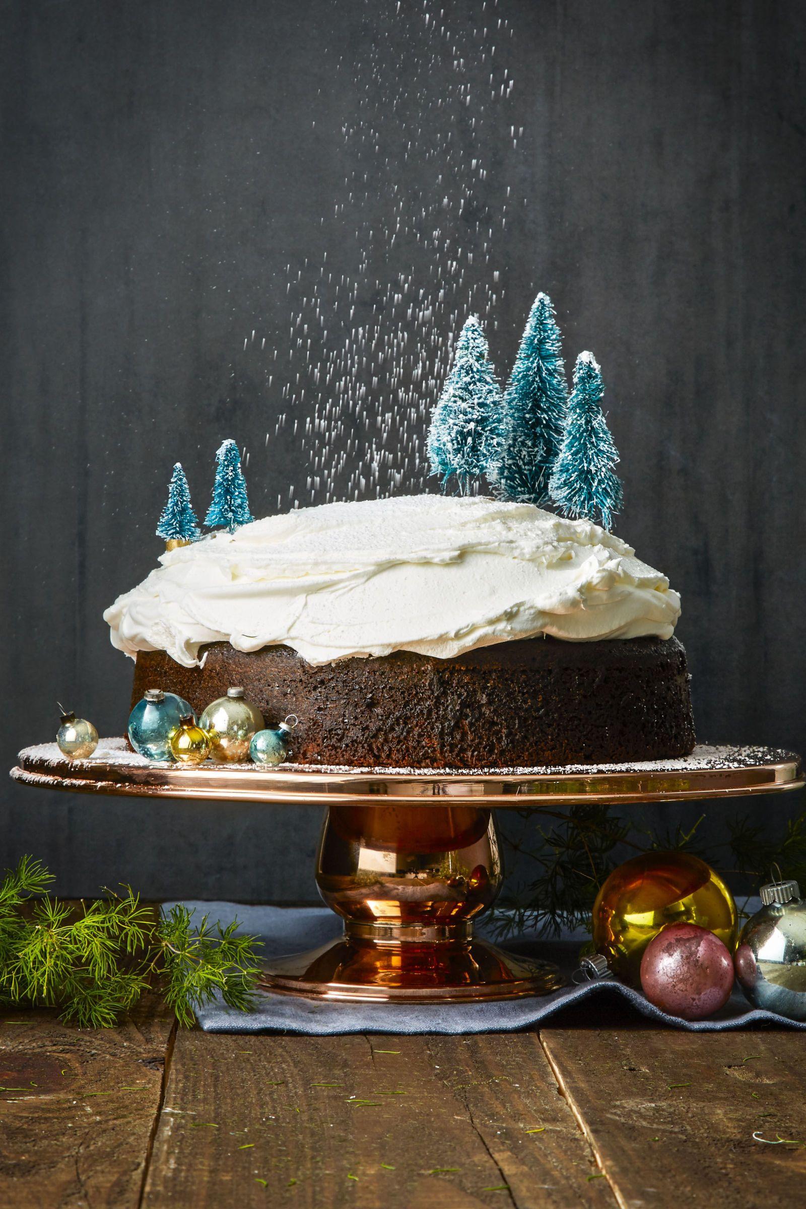 tree-mendous gingerbread cake