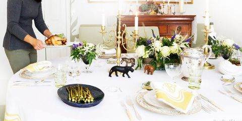Tablecloth, Dishware, Serveware, Table, Room, Furniture, Bouquet, Tableware, Centrepiece, Linens,