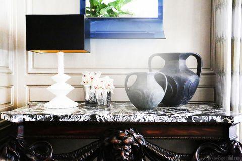 Serveware, Dishware, Room, Porcelain, Interior design, Ceramic, Display device, Still life photography, Drinkware, Interior design,