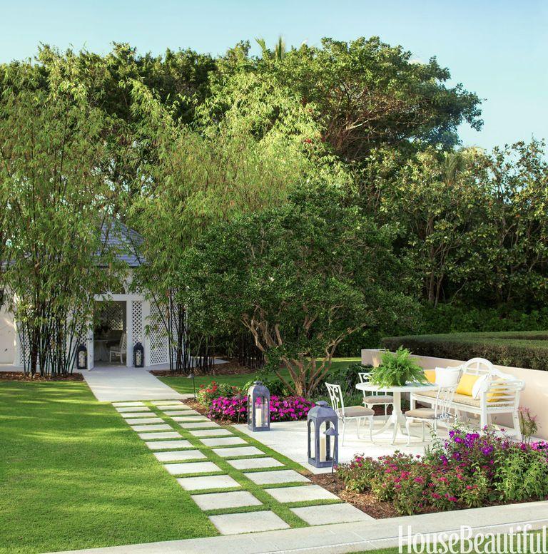 15 Amazing Spilling Flower Landscape Design Ideas: Colorful Beach House Decor