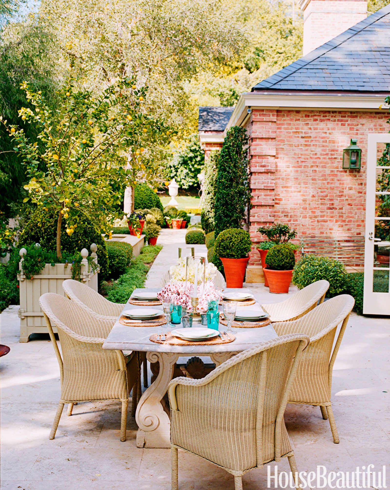10 Designersu0027 Chic Outdoor Dining Spots
