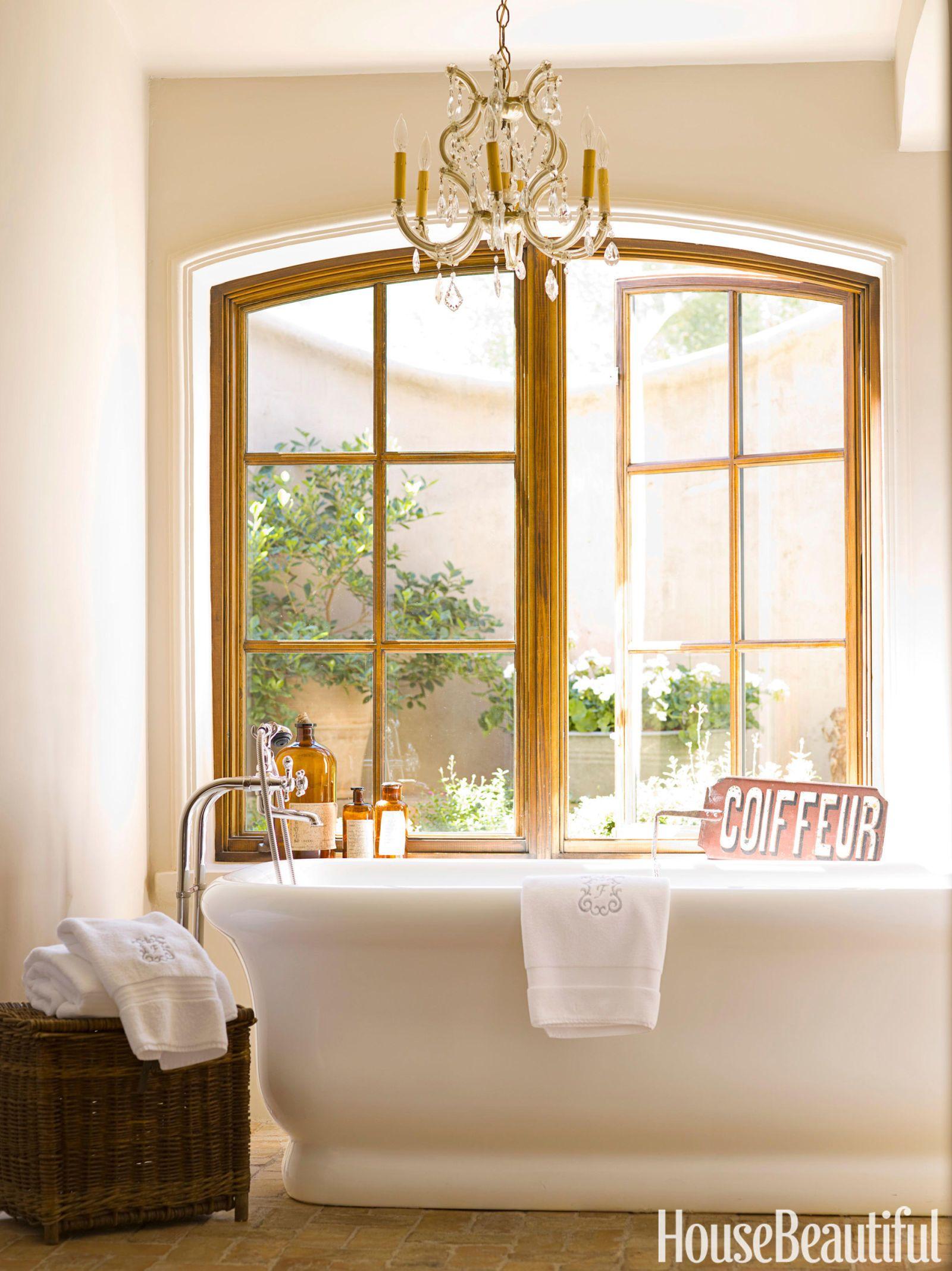 10 Ultra Glamorous Bathrooms