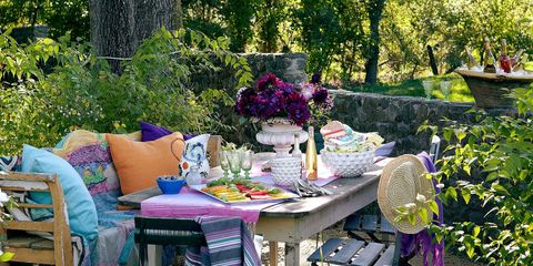 5 Most Popular Pins on Pinterest This Week: A Colorful Outdoor Dining Area, A Unique Kitchen Ceiling, and More