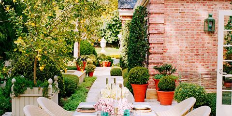 10 Designers' Chic Outdoor Dining Spots