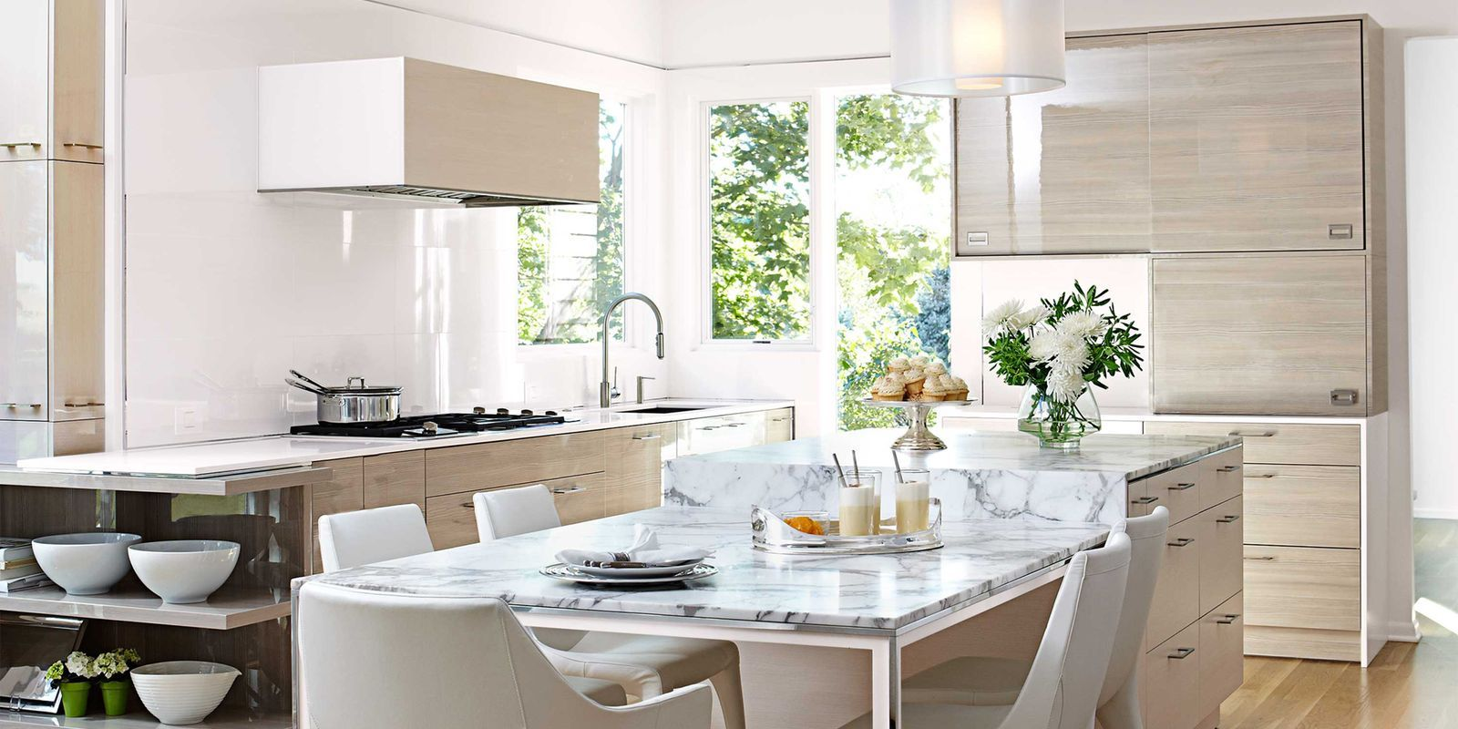 Tour an Airy and Bright Kitchen