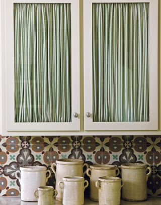 kitchen cabinets and italian ceramic jars