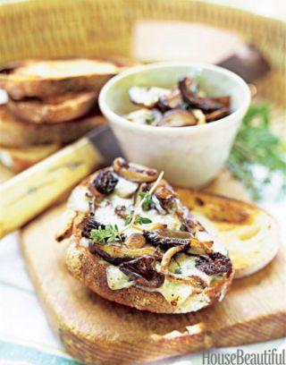 wild mushroom crostini