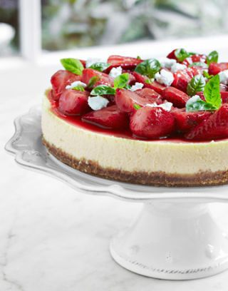 cheesecake with strawberries and basil
