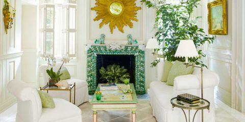A Bright and Fresh Palm Beach Maisonette with an Enchanting Garden