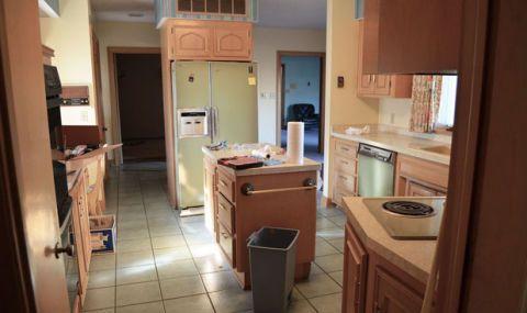 Room, Lighting, Wood, Floor, Interior design, Property, Plumbing fixture, Flooring, Countertop, Drawer,
