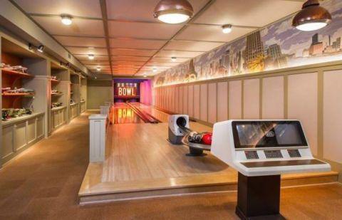 lady gaga bowling alley