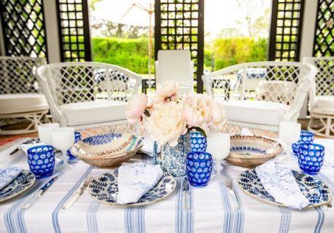 Tablecloth, Serveware, Blue, Dishware, Porcelain, Blue and white porcelain, Textile, Tableware, Table, Linens,