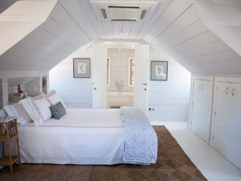 Room, Interior design, Floor, Wood, Property, Wall, Textile, Bed, White, Ceiling,