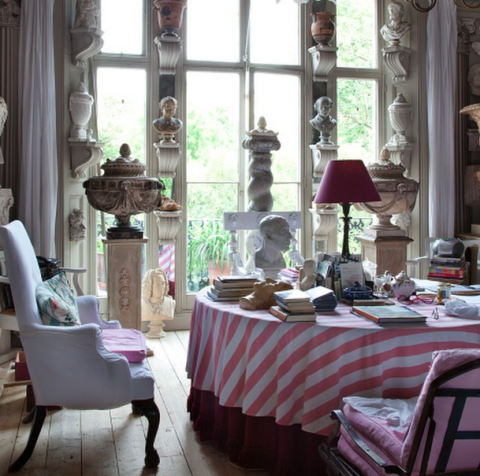 Tablecloth, Interior design, Room, Textile, Furniture, Linens, Interior design, Lamp, Home accessories, Home,