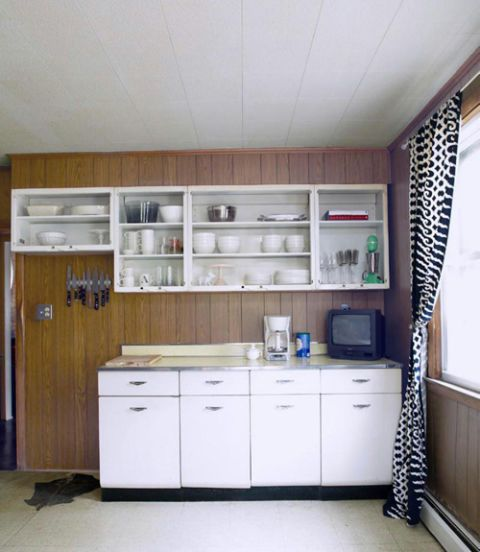 BEFORE & AFTER: From Faux Pine Disaster To Tiled Perfection