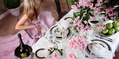 tablesetting with blue and brown plates pink roses champagne in silver bucket