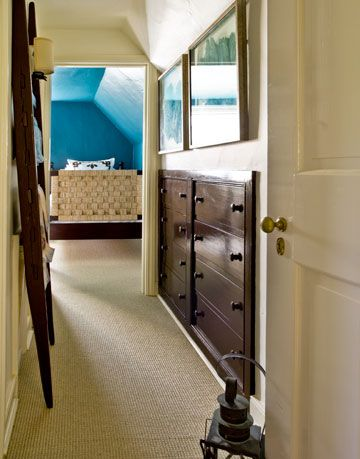 carpeted traditional hallway