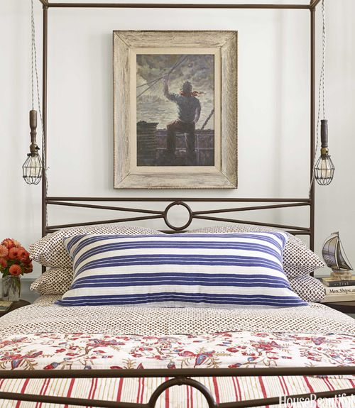 Coastal bedroom decor with red, white, and blue. #traditional #bedroomdecor #redwhiteblue