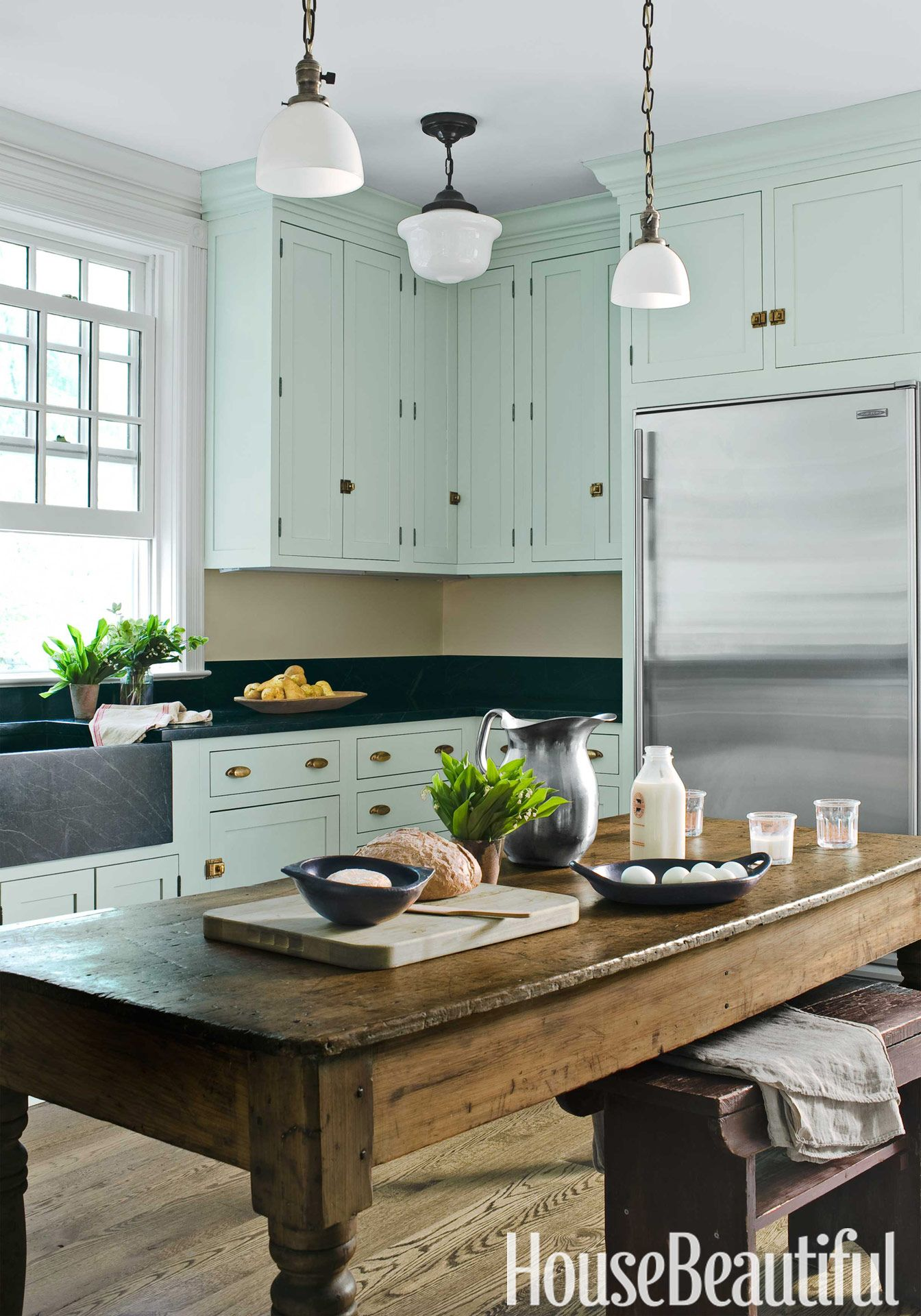 Charmant Mint Green Kitchen With Farmhouse Table
