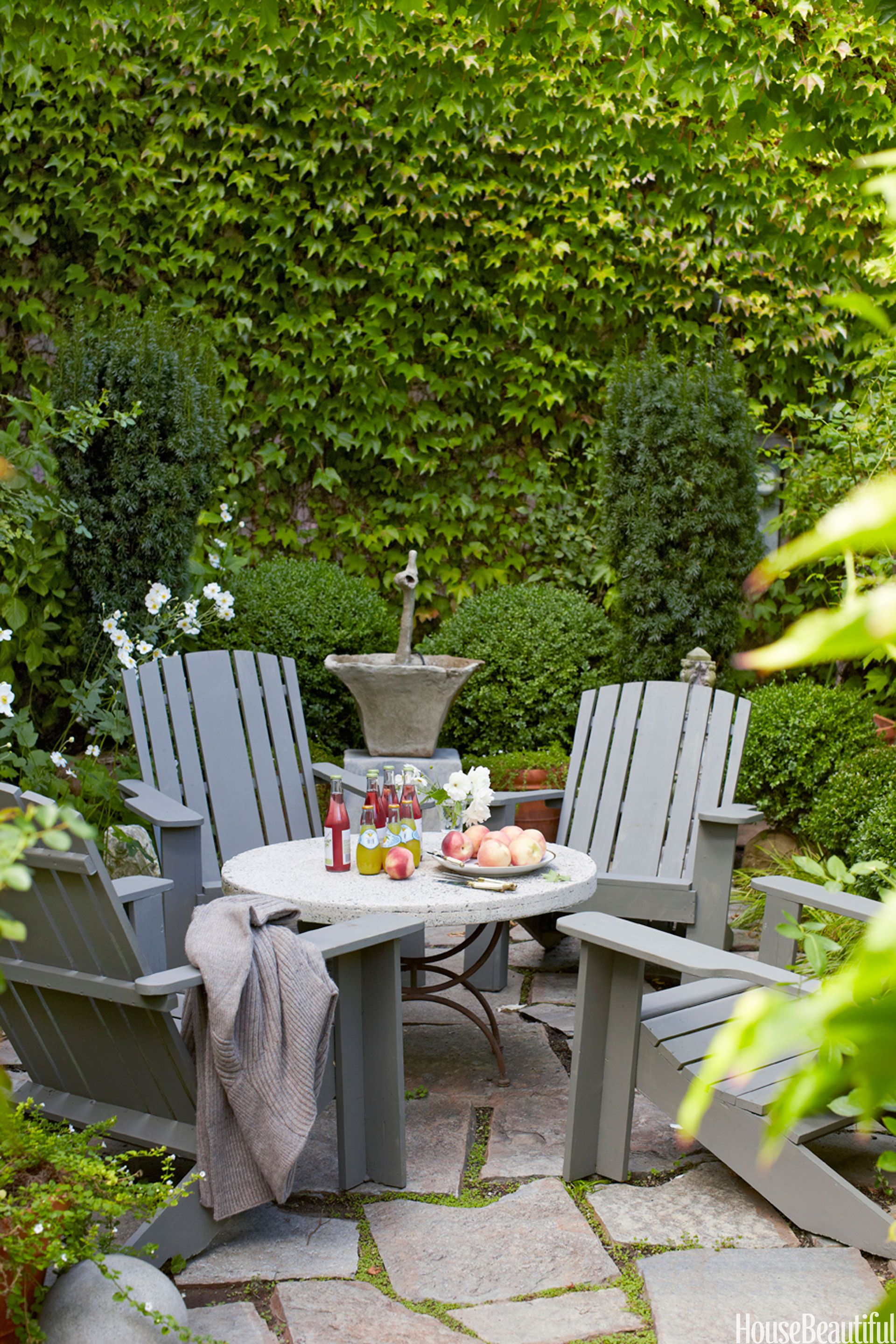 Top Pin of the Day: A Small Outdoor Dining Spot
