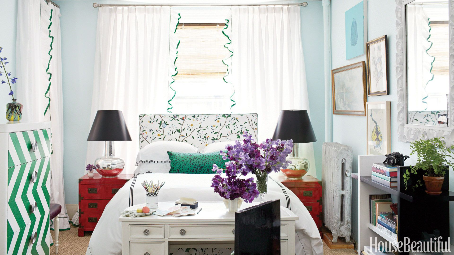 10 Tips on Small Bedroom Interior Design
