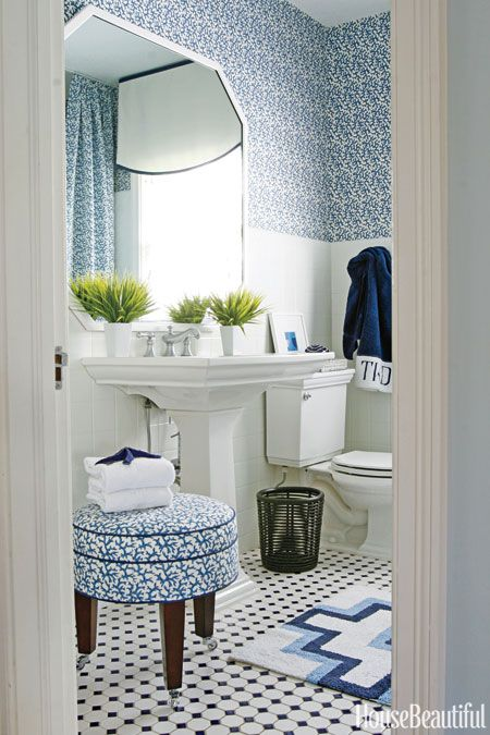 The Classic Color Combination That Saved This Bathroom