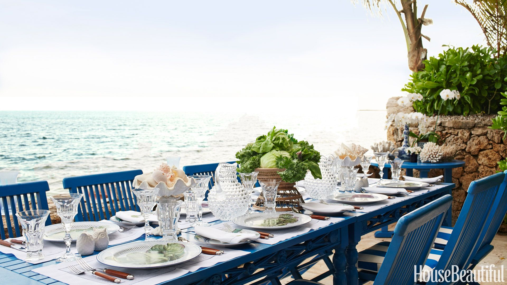 outdoor terrace tablescape