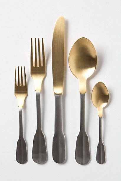 Cutlery, Dishware, Grey, Beige, Metal, Kitchen utensil, Steel, Silver, Fork, Natural material,