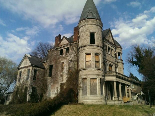 This Spooky-Looking Kentucky Mansion Sold for $1