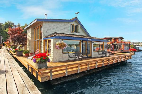 The Most Famous Houseboat in Movie History Just Sold