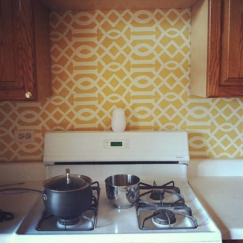 Gas stove, Stove, Cooktop, Cookware and bakeware, Kitchen stove, Room, Major appliance, Serveware, Kitchen appliance, Kitchen,