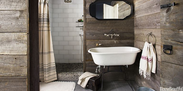 Ordinaire A Rustic, Country Bathroom With Barn Wood Walls