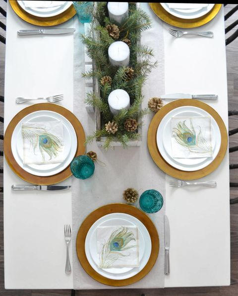 Dishware, Serveware, Green, Porcelain, Plate, Turquoise, Teal, Circle, Platter, Home accessories,