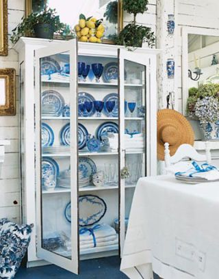 Dinnerware display